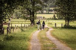 THEMENBILD - ein Paar geht einem Feldweg entlang, aufgenommen am 10. Juni 2019 in Kaprun, Österreich // a couple walking along a dirt road, Kaprun, Austria on 2019/06/10. EXPA Pictures © 2019, PhotoCredit: EXPA/ JFK