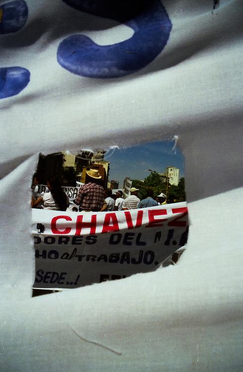 VENEZUELAN POLITICS / POLITICA EN VENEZUELA<br /> Labor Day March / Marcha del Dia del Trabajador<br /> Caracas - Venezuela 2001<br /> (Copyright © Aaron Sosa)