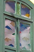 Lencois_BA, Brasil...Reflexo na janela de bandeirolas...Little flags reflex on a window...Foto: LEO DRUMOND / NITRO