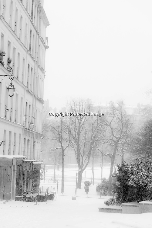 France. Paris. 4th district. rue des barres rue du grenier sur l' eau , le marais , under the snow  Paris / paris sous la neige le marais
