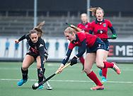 AMSTELVEEN - Hockey - Hoofdklasse competitie dames. AMSTERDAM-LAREN (2-0)  . Elin van Erk (Laren) met Kelly Jonker (A'dam)   COPYRIGHT KOEN SUYK
