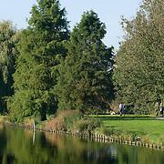 Nederland Rotterdam Deelgemeente prins alexander 14-10-2007 20071014 Foto: David Rozing ..Ommoord, Ommoordse veld, groene deelgemeente, wandelen in park .Deelgemeente Prins Alexander is het op 1 na diepst / laag gelegen gebied in Nederland, het laagste punt in de deelgemeent is  6,67 meter beneden NAP. Prins Alexander, second deepest area in the Netherlands, deepest point in this area, below sealevel: - 6,67m NAP...Foto: David Rozing
