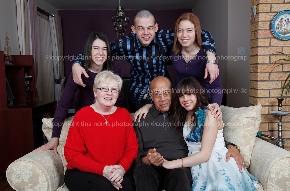 Mona El-sayed and family. 28 Dec 2011. ©TINA NORRIS
