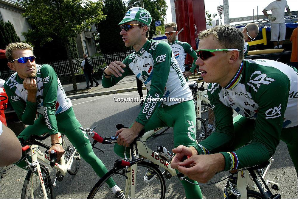 Luxembourg 5.7.02 Tour de France..Thor Hushovd og Credit Agricole forberder lørdagens prolog i Luxembourg...Foto: Daniel Sannum Lauten/Dagbladet   Original Filename: prologtrening3.jpg *** Local Caption *** Hushovd,Thor