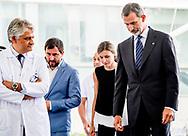 BARCELONA - Het Spaanse koningspaar Felipe en Letizia brengen een bezoek aan de gewonden, van de aanslag in Barcelona, in Hospital san Pau ANP ROYAL IMAGES ROBIN UTRECHT