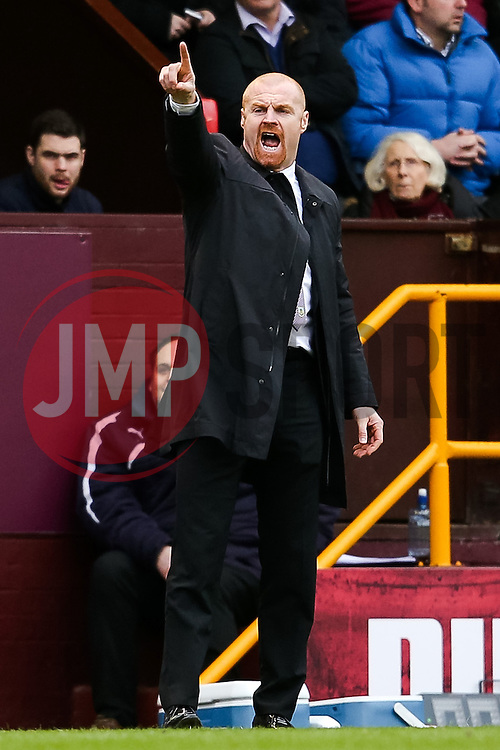 Burnley Manager Sean Dyche shouts instructions  - Photo mandatory by-line: Matt McNulty/JMP - Mobile: 07966 386802 - 28/02/2015 - SPORT - Football - Burnley - Turf Moor - Burnley v Swansea City - Barclays Premier League