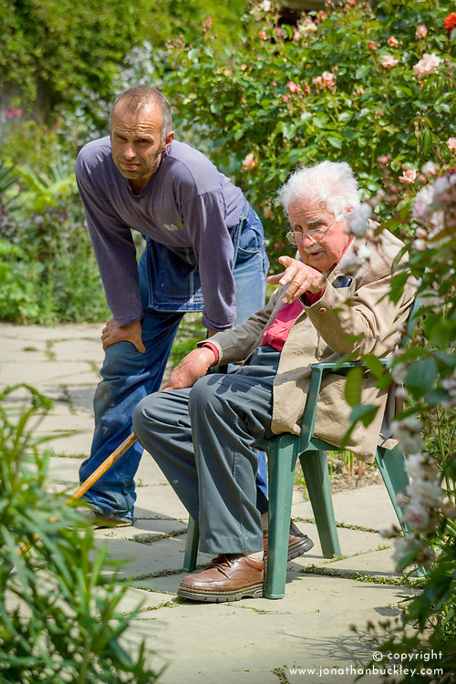 Fergus Garrett and Christopher Lloyd planting up the exotic garden at Great Dixter