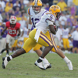 25 October 2008:  LSU quarterback Jarrett Lee (12) hands off to running back Keiland Williams (5) during the Georgia Bulldogs 52-38 victory over the LSU Tigers at Tiger Stadium in Baton Rouge, LA.