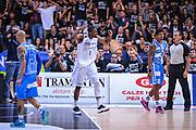 DESCRIZIONE : Trento Lega A 2014-15 Dolomiti Energia Trento Banco di Sardegna Sassari<br /> GIOCATORE : Mitchell Tony<br /> CATEGORIA : Esultanza Mani <br /> SQUADRA : Dolomiti Energia Trento<br /> EVENTO : playoff gara 2 Lega A 2014-2015<br /> GARA : Dolomiti Energia Trento Banco di Sardegna Sassari<br /> DATA : 20/05/2015<br /> SPORT : Pallacanestro<br /> AUTORE : Agenzia Ciamillo-Castoria/M.Ozbot<br /> Galleria : Lega Basket A 2014-2015 <br /> Fotonotizia: Trento Lega A 2014-15 Dolomiti Energia Trento Banco di Sardegna Sassari