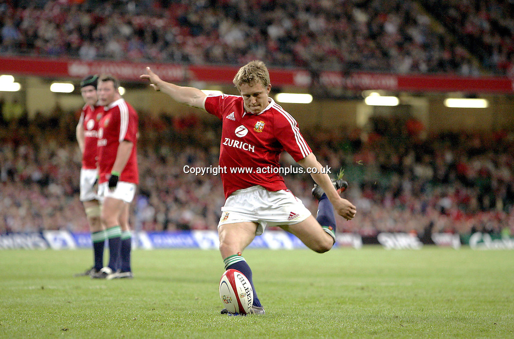 23 May 2005: Lions fly half Jonny Wilkinson kicks a penalty during the Lions pre-tour Test against Agentina played at the Millennium Stadium. The game finished 25-25. Photo: Steve Bardens/actionplus<br /> <br /> 050523 rugby player kicking place-kick