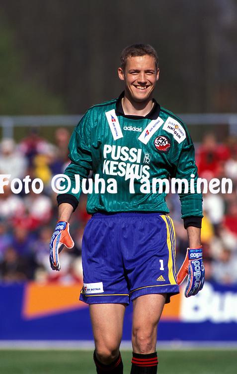 09.05.1998.Veikkausliiga.Pasi Laaksonen - PK-35.©JUHA TAMMINEN