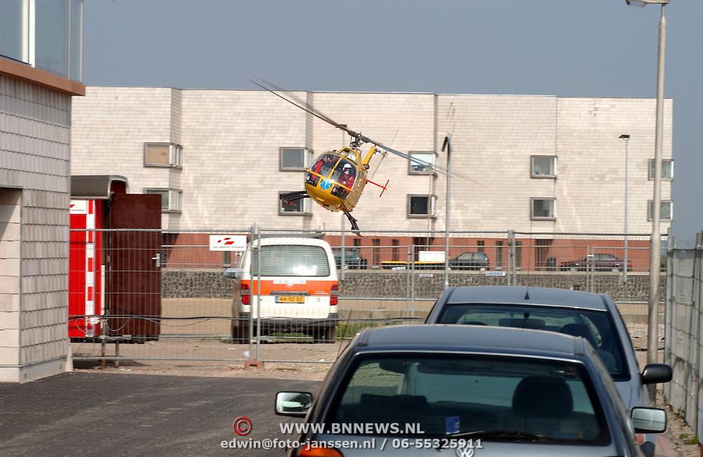 Bouwongeval Gooimeerpromenade Huizen, man bekneld onder betonschot, traumaheli