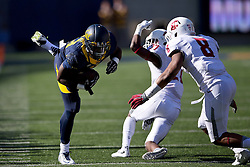 BERKELEY, CA - OCTOBER 03:  Running back Vic Enwere #23 of the California Golden Bears rushes past cornerback Marcellus Pippins #27 of the Washington State Cougars and linebacker Jeremiah Allison #8 during the third quarter at California Memorial Stadium on October 3, 2015 in Berkeley, California. The California Golden Bears defeated the Washington State Cougars 34-28. (Photo by Jason O. Watson/Getty Images) *** Local Caption *** Vic Enwere; Marcellus Pippins; Jeremiah Allison