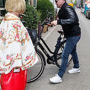 NLD/Amsterdam/20150608 -Yoga  Boekpresentaie Danielle van 't Schip - Oonk, Willeke Alberti en zoon Johnny de Mol