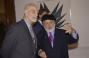 Professor Phillip King, President of the Royal Academy and Yaacov Agam. Opening of Paris exhibition. Royal Academy. 23/1/02© Copyright Photograph by Dafydd Jones 66 Stockwell Park Rd. London SW9 0DA Tel 020 7733 0108 www.dafjones.com