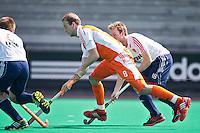 ROTTERDAM - HOCKEY -  Billy Bakker  tijdens de oefenwedstrijd tussen de mannen van Nederland en Engeland (2-1) . FOTO KOEN SUYK