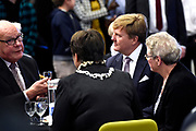 Koning Willem-Alexander onthult een kunstwerk in het stadhuis ter gelegenheid van het 50-jarig bestaan van de gemeente<br /> <br /> King Willem-Alexander unveils an artwork in the town hall on the occasion of the 50th anniversary of the municipality