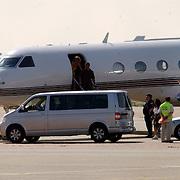 NLD/AmsterdamHuizen/20050713 - Aankomst van Mariah Carey op Schiphol met haar privejet.beveiliging