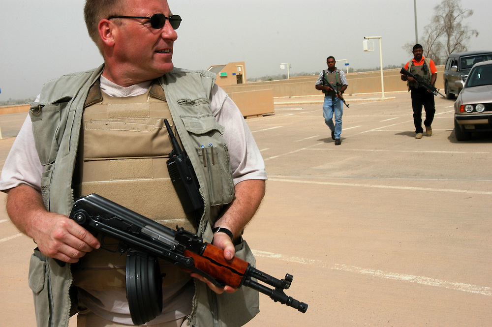 Security contractors from Global Risk Strategies on an escort task to the Baghdad International airport..Baghdad, Iraq. 30/04/2004.Photo © J.B. Russell
