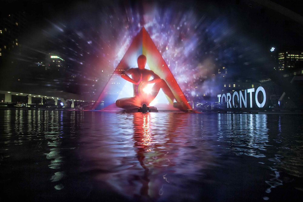 The 33ft art installation Pneuma or Breath of Life by Floria Sigismondi at Nathan Phillips Square. Nuit Blanche 2016<br />