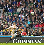 Twickenham, United Kingdom, Owen FARRELL, kicking during the  2013 QBE Autumn, Rugby International, England vs Argentina, RFU Stadium Twickenham, on Saturday  09/11/2013 <br /> England. [Mandatory Credit: Peter Spurrier/Intersport<br /> Images]