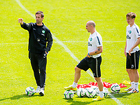 01/07/14<br /> CELTIC TRAINING<br /> AUSTRIA<br /> Celtic manager Ronny Deila gives out instructions