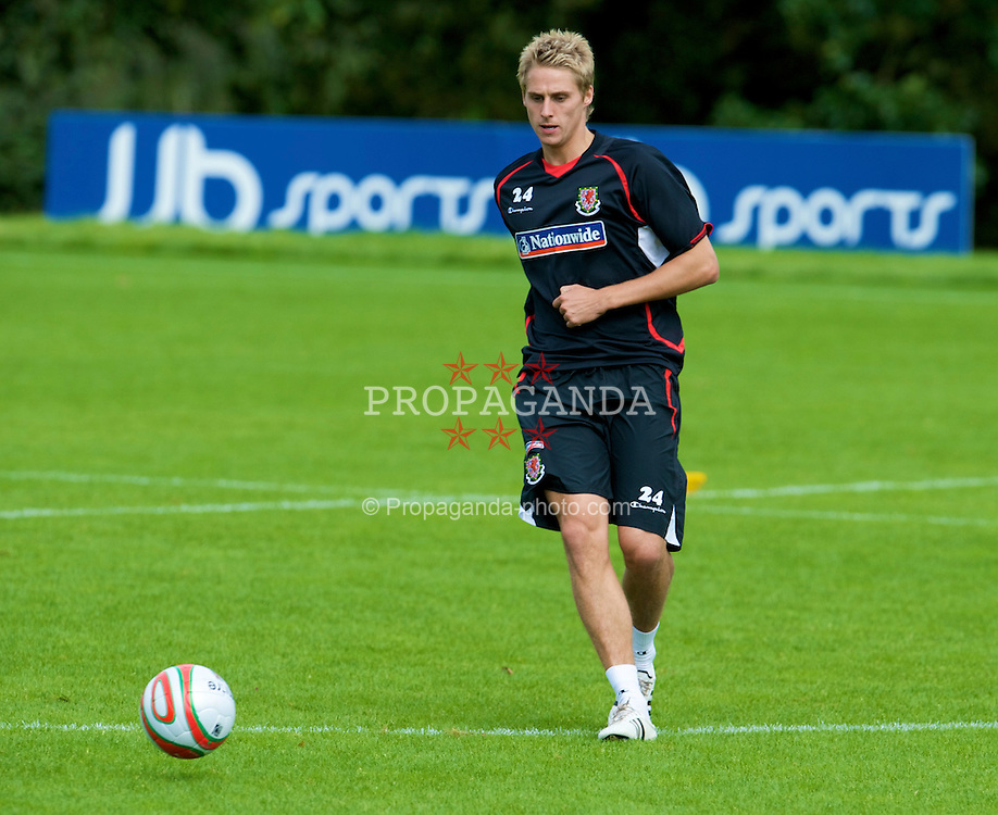 CARDIFF, WALES - Thursday, September 4, 2008: Wales' David Edwards during a training session at the Vale of Glamorgan Hotel ahead of their opening 2010 FIFA World Cup South Africa Qualifying Group 4 match against Azerbaijan. (Photo by David Rawcliffe/Propaganda)