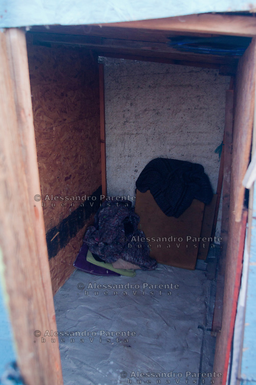 Tijuana 2015.<br /> Interior of a spot of the last house of Latin America, they get space where they can, they pay a rent to the honer to sleep here.<br /> L'interno di una delle stanze. C' &egrave; appena lo spazio per sdraiarsi.