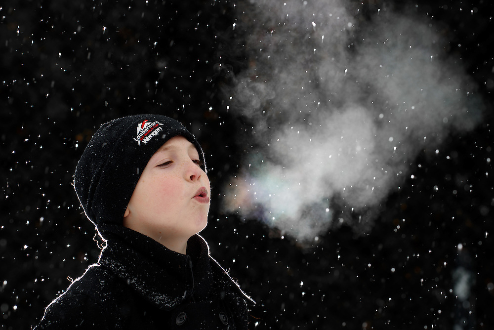 Snow and fog portrait while turning day into night with off camera flash and the Profoto B1.