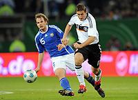 Fotball<br /> Tyskland v Finland<br /> Foto: Witters/Digitalsport<br /> NORWAY ONLY<br /> <br /> 14.10.2009<br /> <br /> v.l. Markus Heikkinen, Miroslav Klose (Deutschland)<br /> Fussball WM-Qualifikation Deutschland - Finnland