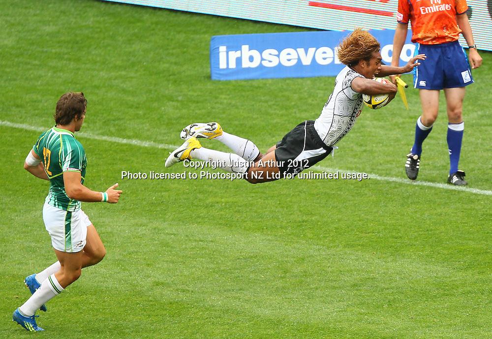Fiji's Osea Kolinisau dives to score a try. Hertz Wellington Sevens - Day two at Westpac Stadium, Wellington, New Zealand on Saturday, 4 February 2012. Photo: Justin Arthur / photosport.co.nz