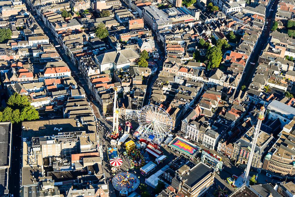 Nederland, Noord-Brabant, Den Bosch, 23-08-2016; binnenstad Den Bosch met  Hinthamerstraat en kermis op de Markt.<br /> Town centre Den Bosch with fiar on Market square.<br /> <br /> luchtfoto (toeslag op standard tarieven);<br /> aerial photo (additional fee required);<br /> copyright foto/photo Siebe Swart