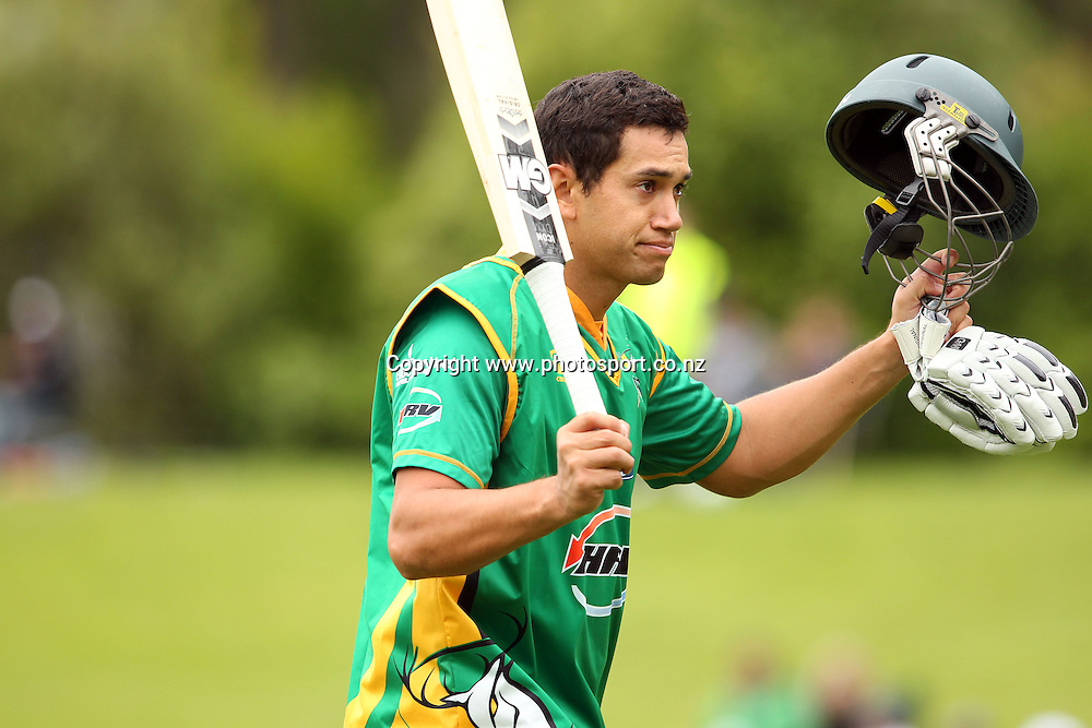Ross Taylor acknowledges the crowd after being dismissed for 95.<br /> Twenty20 Cricket - HRV Cup, Otago Volts v Central Stags, 18 December 2011, University Oval, Dunedin, New Zealand.<br /> Photo: Rob Jefferies/PHOTOSPORT
