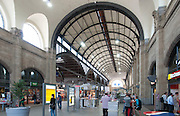 Hauptbahnhof innen, Wiesbaden, Hessen, Deutschland | interior of main railway station, Wiesbaden, Hesse, Germany