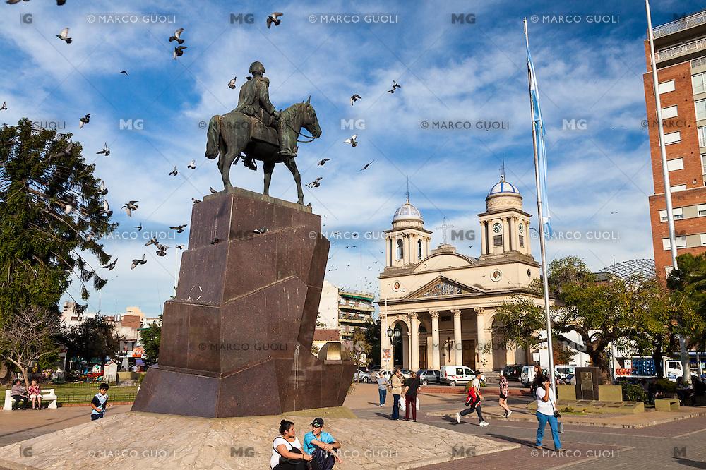 CATEDRAL Y MONUMENTO A SAN MARTIN, PLAZA DEL LIBERTADOR GENERAL SAN MARTIN, MORON, PROVINCIA DE BUENOS AIRES, ARGENTINA