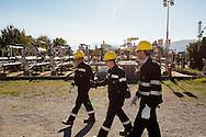 Viggiano, Italia - Operai dell'Eni al lavoro su un pozzo petrolifero a Viggiano.<br /> Ph. Roberto Salomone