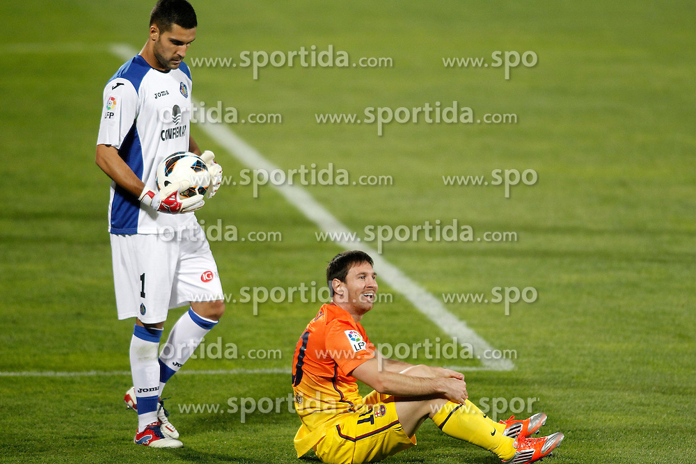 15.09.2012, Coliseum Alfonso Perez, Getafe, ESP, Primera Division, FC Getafe vs FC Barcelona, 04. Runde, im Bild Getafe's Miguel Angel Moya (l) and FC Barcelona's Lionel Messi // during the Spanish Primera Division 04th round match between Getafe CF and Barcelona FC at the Coliseum Alfonso Perez, Getafe, Spain on 2012/09/15. EXPA Pictures © 2012, PhotoCredit: EXPA/ Alterphotos/ Acero..***** ATTENTION - OUT OF ESP and SUI *****