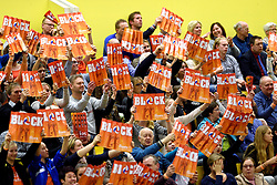 30-12-2015 NED: Nederland - Belgie, Almelo<br /> Op het 25 jaar Topvolleybal Almelo spelen Nederland en Belgie een oefen interland ter voorbereiding op het OKT dat maandag in Ankara begint. Nederland wint overtuigend met 3-1 / Oranje publiek, support, block