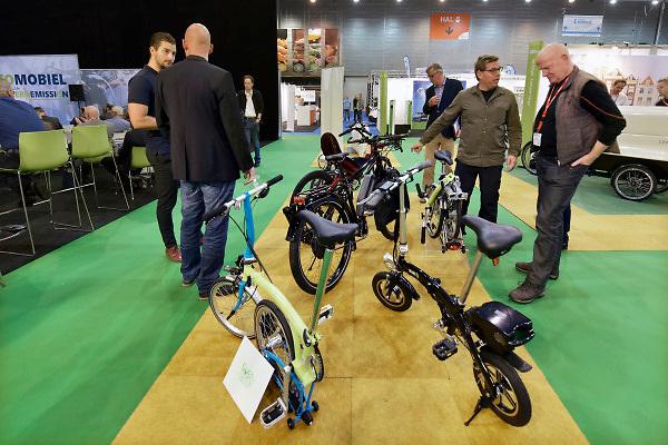Nederland, Den Bosch, 10-10-2018In de Brabanthallen vindt de beurs voor energie en ecomobiliteit plaats. Het is een vakbeurs voor bedrijven die zich bezighouden met de energietransitie zoals energie en verwarming van huizen, en het rijden op alternatieve energiebronne, brandstof, zoals waterstof, elektriciteit en schonere diesel. Electrische fietsen, ook opvouwbaar .Foto: Flip Franssen