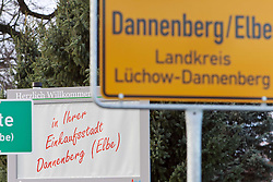 06.11.2010, Castortransport Demonstration, Dannenberg Nebenstedt, GER, Ca.50.000 Menschen demonstrieren gegen Atomkraft im Wendland, EXPA Pictures © 2010, PhotoCredit: EXPA/ nph/  Kohring+++++ ATTENTION - OUT OF GER +++++