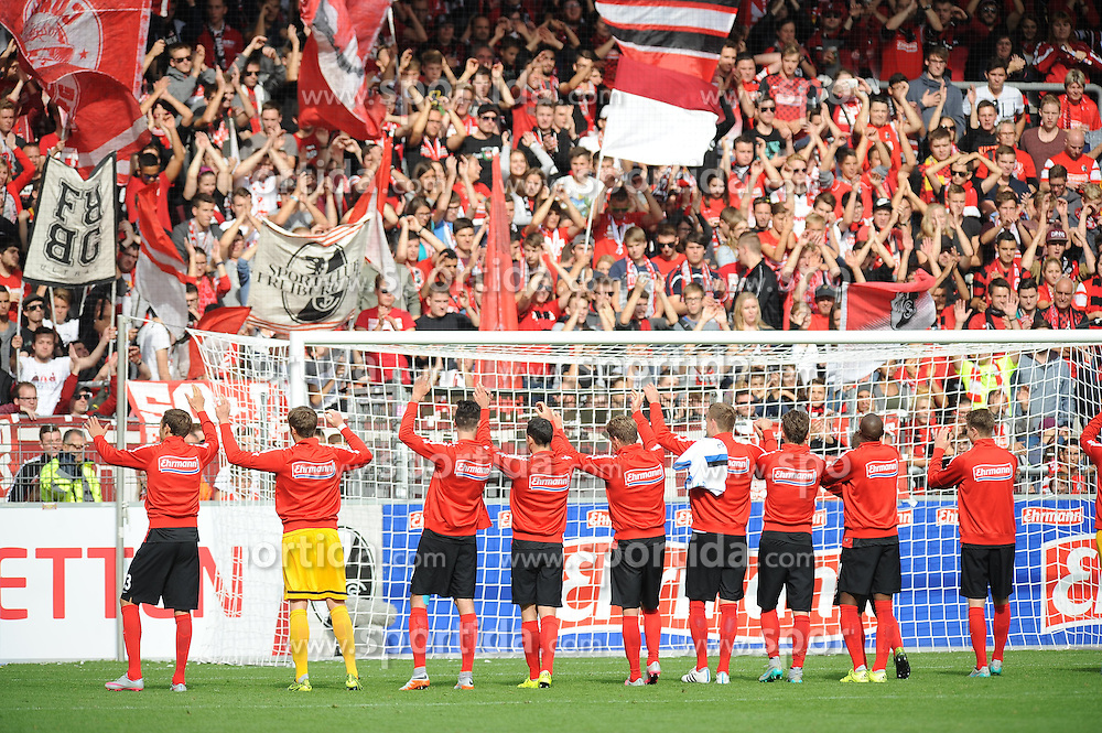 27.09.2015, Schwarzwald Stadion, Freiburg, GER, 2. FBL, SC Freiburg vs FSV Frankfurt, 9. Runde, im Bild Die Spieler des SC Freiburg feiern den Sieg // during the 2nd German Bundesliga 9th round match between SC Freiburg and FSV Frankfurt at the Schwarzwald Stadion in Freiburg, Germany on 2015/09/27. EXPA Pictures &copy; 2015, PhotoCredit: EXPA/ Eibner-Pressefoto/ Laegler<br /> <br /> *****ATTENTION - OUT of GER*****