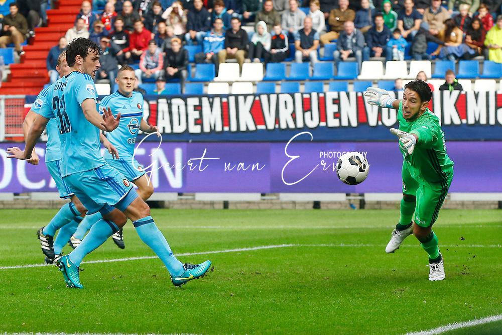 02-10-2016 VOETBAL:WILLEM II - FEYENOORD:TILBURG<br /> Doelman Brad Jones van Feyenoord kan redding brengen samen met Erik Botteghin van Feyenoord <br /> <br /> <br /> Foto: Geert van Erven