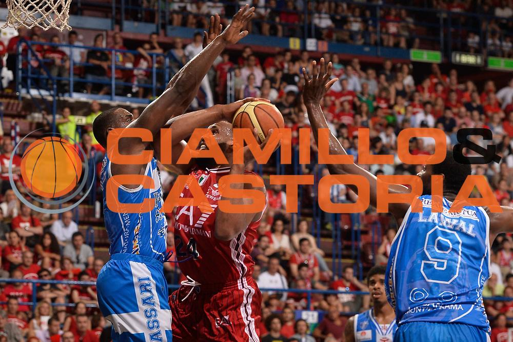 DESCRIZIONE :  Lega A 2014-15  EA7 Milano -Banco di Sardegna Sassari playoff Semifinale gara 5<br /> GIOCATORE : Samuels Samardo<br /> CATEGORIA : Low Tiro<br /> SQUADRA : EA7 Milano<br /> EVENTO : PlayOff Semifinale gara 5<br /> GARA : EA7 Milano - Banco di Sardegna Sassari PlayOff Semifinale Gara 5<br /> DATA : 06/06/2015 <br /> SPORT : Pallacanestro <br /> AUTORE : Agenzia Ciamillo-Castoria/Richard Morgano<br /> Galleria : Lega Basket A 2014-2015 Fotonotizia : Milano Lega A 2014-15  EA7 Milano - Banco di Sardegna Sassari playoff Semifinale  gara 5<br /> Predefinita :