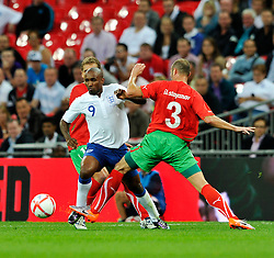 04.09.2010, Wembley Stadium, London, ENG, UEFA Euro 2012 Qualification, England v Bulgaria, im Bild Jermain Defoe (C) of England tries to get through Stiliyan Petrov  and Ilian Stoyanov of Bulgaria. EXPA Pictures © 2010, PhotoCredit: EXPA/ IPS/ Sean Ryan +++++ ATTENTION - OUT OF ENGLAND/UK +++++ / SPORTIDA PHOTO AGENCY
