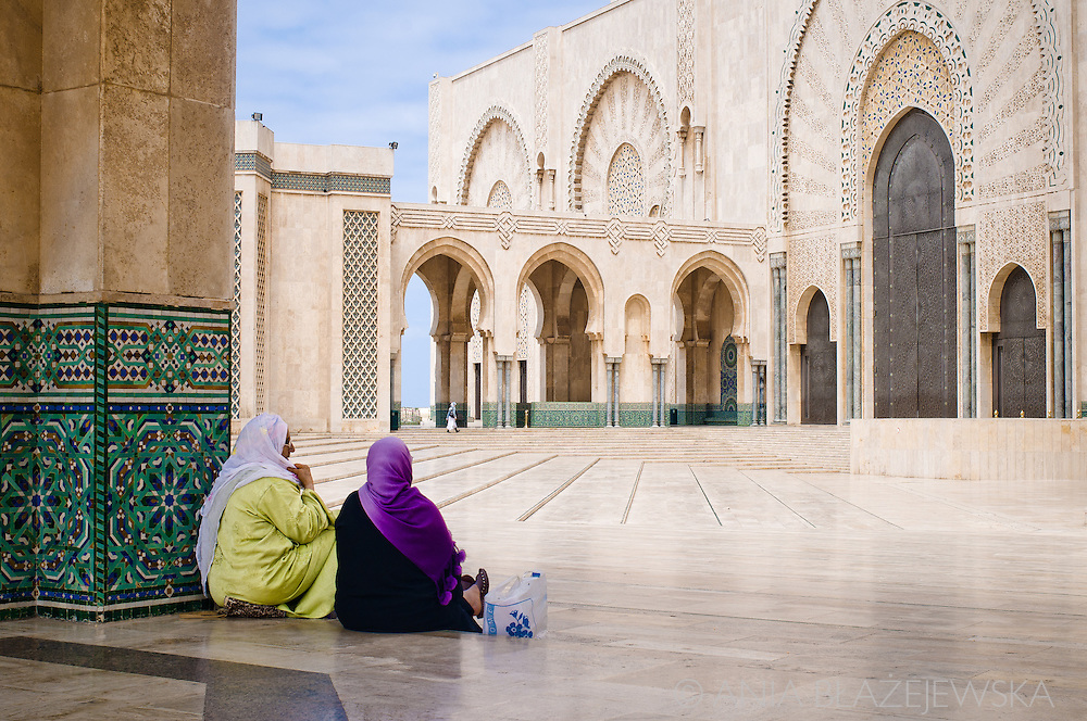 Morocco, Casablanca. Women sitting at the courtyard of the Hassan II Mosque.