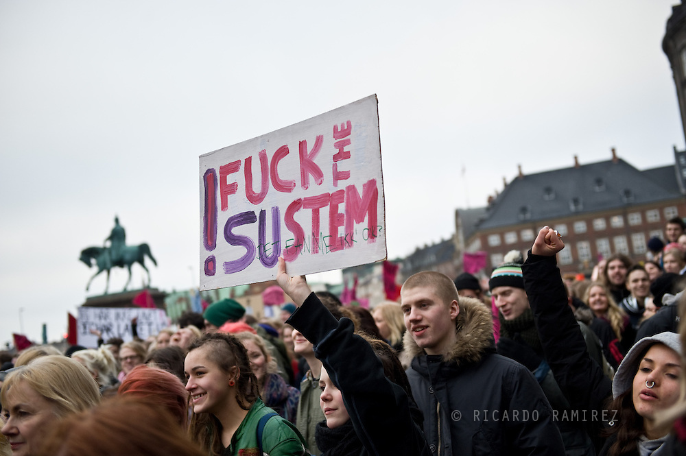 28.02.13. Copenhagen, Denmark..Demonstration of students against government's SU-reform outside Christiansborg Slotsplads in Copenhagen..Photo:© Ricardo Ramirez