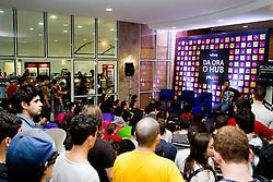 """Espaço """"Daora o Hub"""" debate sobre '10 dicas de como fazer vÌdeos fodas para internet' com Cauê Moura', no Youpix Poa 2012, que acontece na ESPM, em Porto Alegre. FOTO: Emmanuel Denaui/Preview.com"""