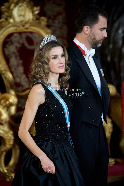 King Juan Carlos of Spain, Queen Sofia of Spain, Prince Felipe of Spain, and Princess Letizia of Spain attend a Gala Dinner honouring President of the Socialist Republic of Vietnam, Mr. Nguyen Minh Triet and Mrs. Triet at the Royal Palace on December 14, 2009 in Madrid, Spain.<br /> Pool