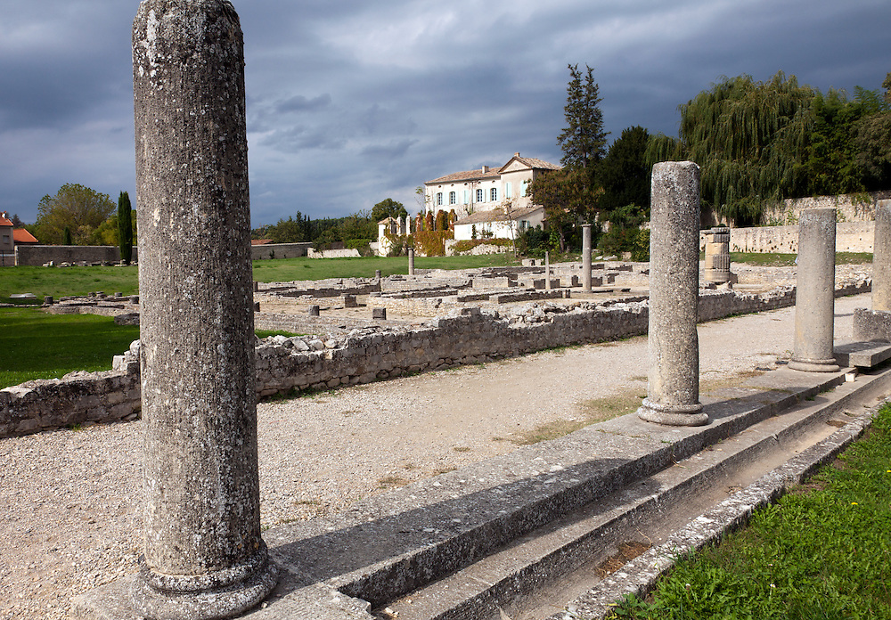 The remains of a colonaded main avenue give access to the remains of La Villasse (Vasio in 1st century BC). The Roman site of La Villasse is in the heart of Vaison-la-Romaine, Ventoux, Provence, France.