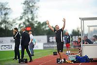 Fotball, Eliteserien , <br /> 06.08.17 , 20170608<br /> Stabæk - Sandefjord <br /> Sandefjords assistentrener , Shaun Constable jubler mot bortefansen sekunder før slutt <br /> Foto: Sjur Stølen / Digitalsport